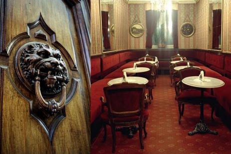 A Turin, les cafés sont des lieux prisés par les touristes : on s'y arrête le temps d'une visite, on s'y installe pour déguster de fameux chocolats.  | DR